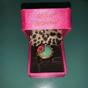 Betsey Johnson Princess Mouse Cupcake Charm Ring